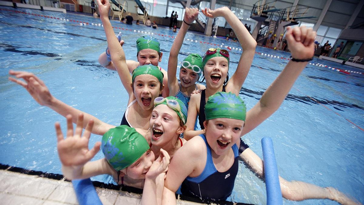 kids_cheering_school_swimming-1200px